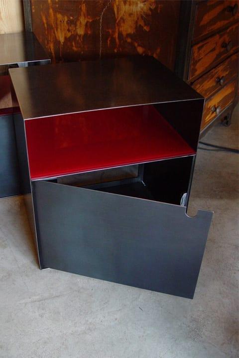 Table de nuit édition métal porte